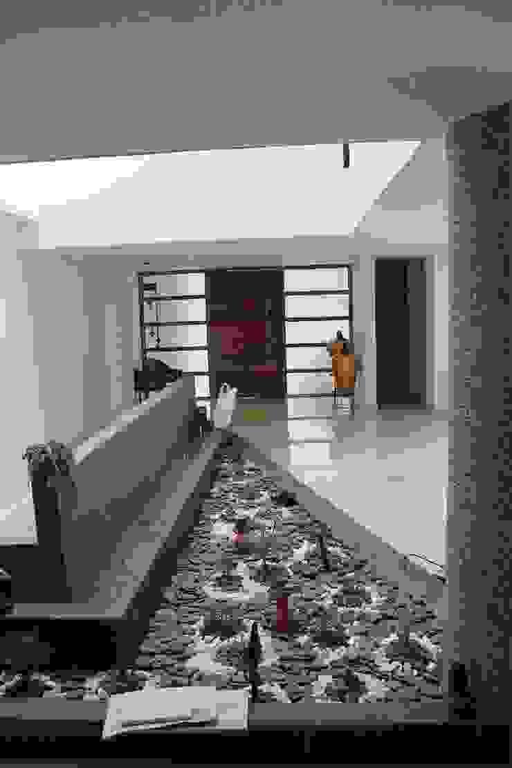 Vivienda unifamiliar-privada Pasillos, vestíbulos y escaleras de estilo moderno de Le.tengo Arquitectos Moderno