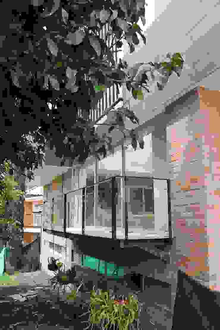 Vivienda unifamiliar-privada Balcones y terrazas de estilo moderno de Le.tengo Arquitectos Moderno