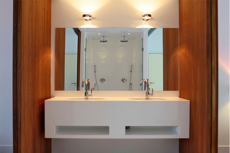 badkamer Moderne badkamers van Architectenbureau Filip Mens Modern Kunststof