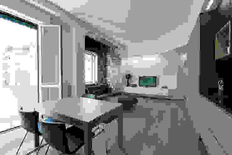Scandinavian style dining room by Tommaso Giunchi Architect Scandinavian