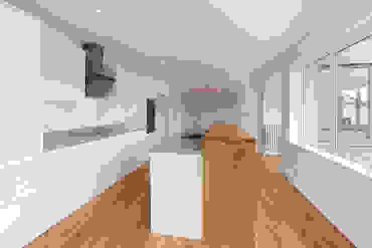 Full renovation Project Кухня в стиле модерн от J.J.Mullane Ltd Модерн