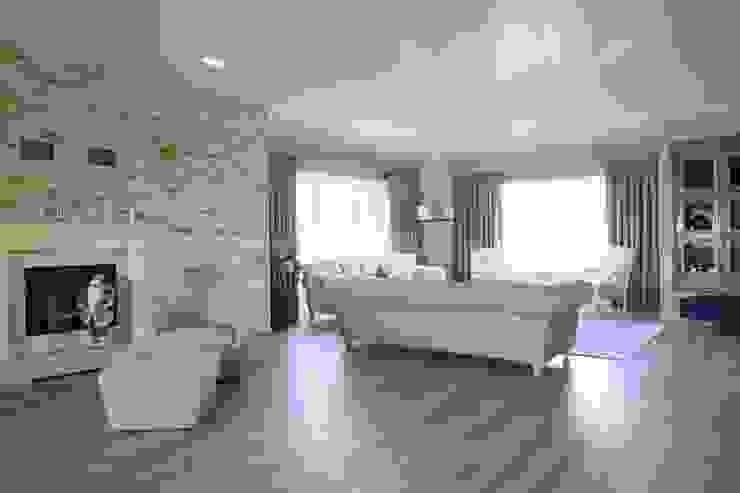 Aykuthall Architectural Interiors – OHY Evi Sunflower Sitesi:  tarz Oturma Odası