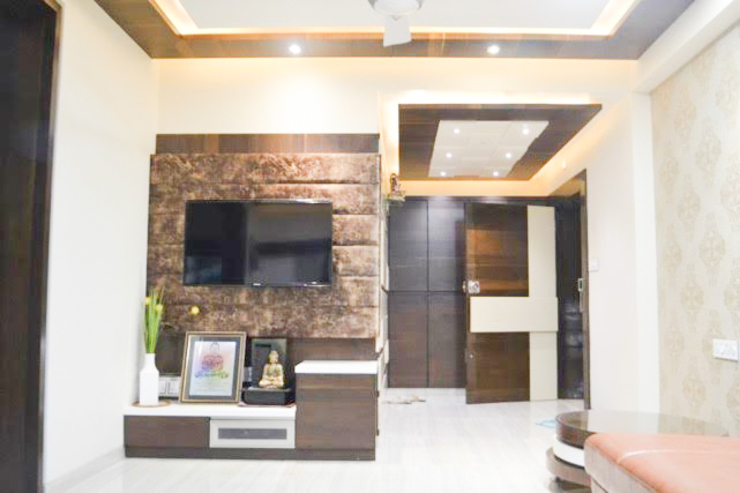 Residence of Mr Mukesh Shah Classic style living room by Sanchi Shah Classic