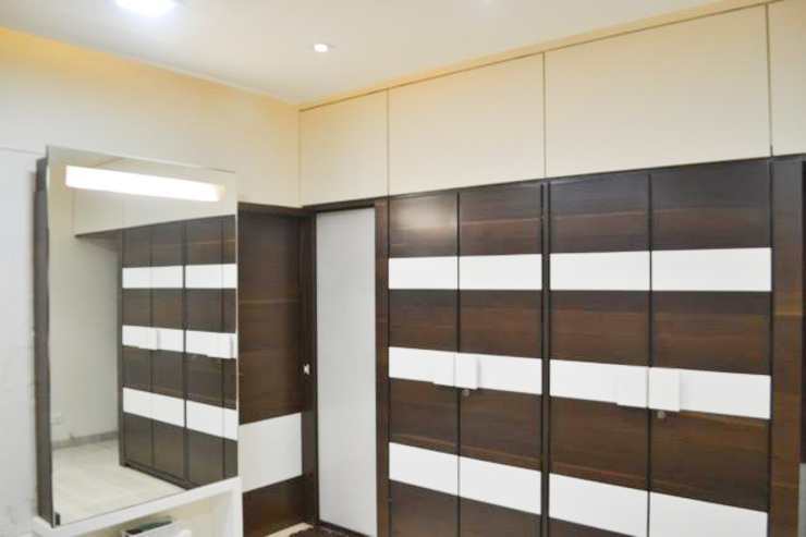 Residence of Mr Mukesh Shah Classic style dressing room by Sanchi Shah Classic