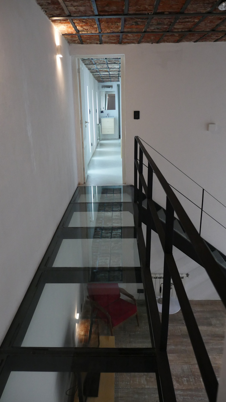 Classic style corridor, hallway and stairs by Isabel Amiano Arquitectura Classic