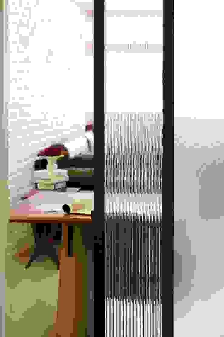 Scandinavian style kitchen by 双設計建築室內總研所 Scandinavian