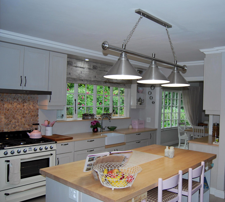 Project : De Wet by Capital Kitchens cc Country Wood Wood effect