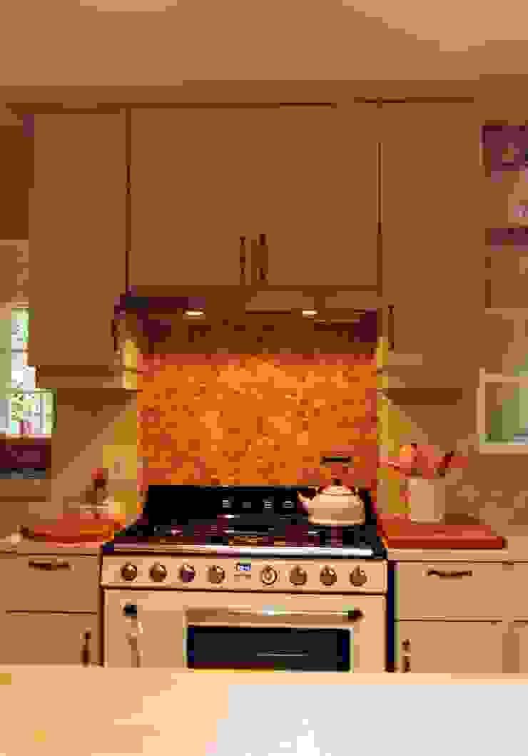 カントリーデザインの キッチン の Capital Kitchens cc カントリー 木 木目調