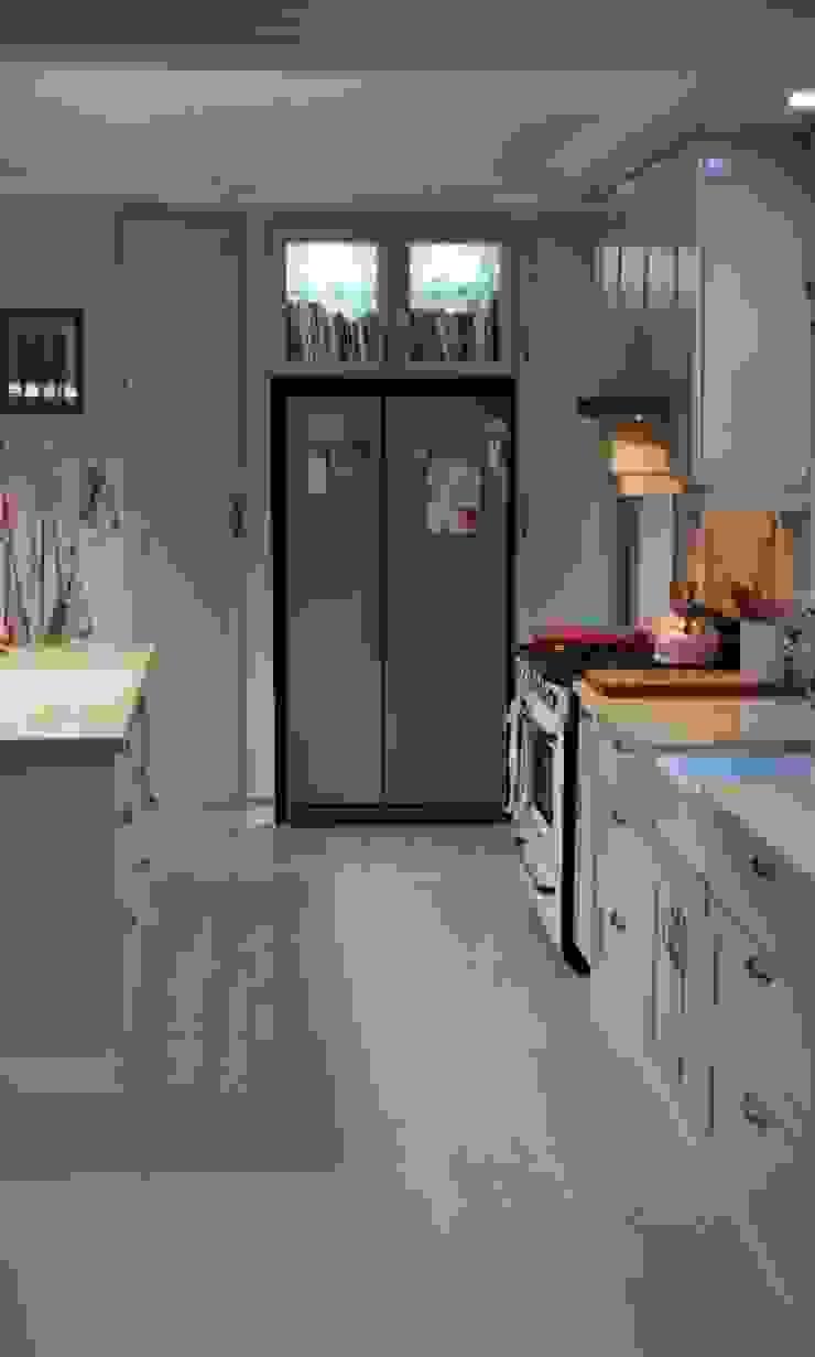 โดย Capital Kitchens cc คันทรี่ ไม้ Wood effect