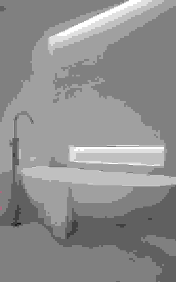 Roca Llisa Modern bathroom by ARRCC Modern