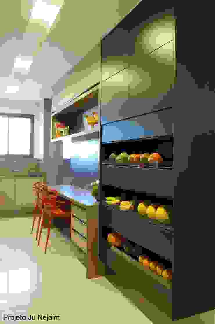 Cozinhas Tropical style kitchen by Ju Nejaim Arquitetura Tropical MDF