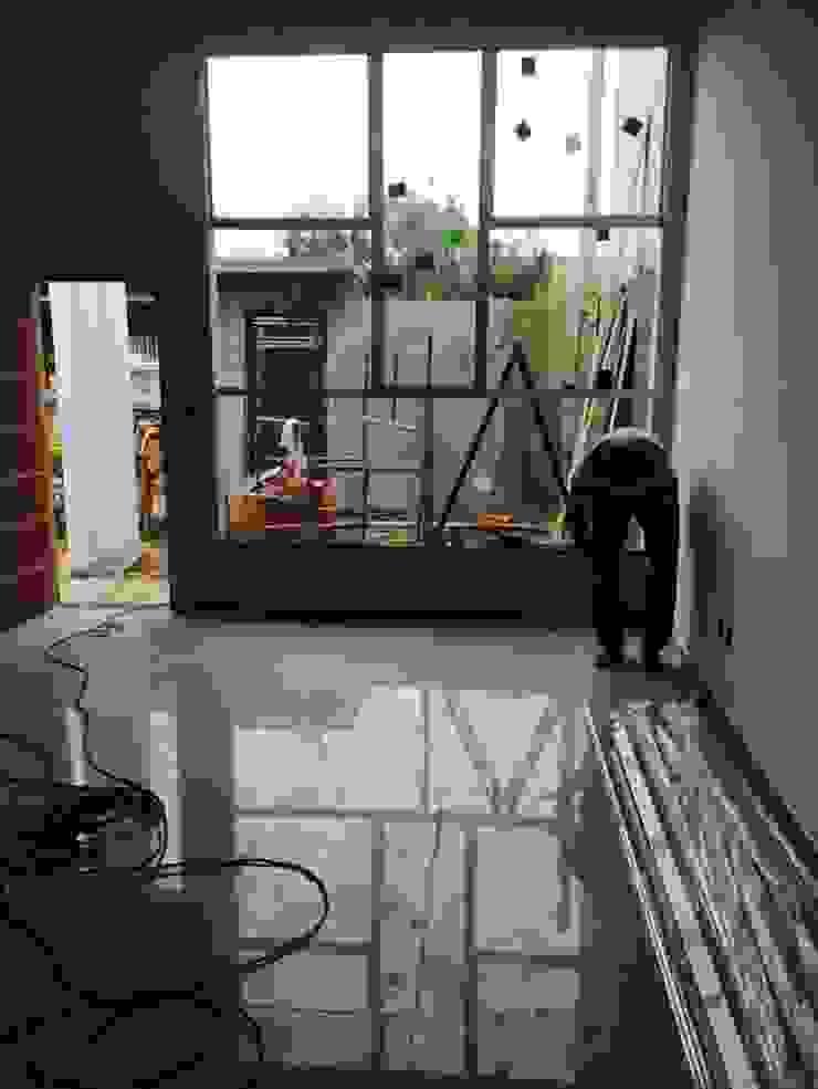 Sala de Estar/Jantar Salas de estar modernas por Jacqueline Matos Arquitetura e Interiores Moderno Alumínio/Zinco