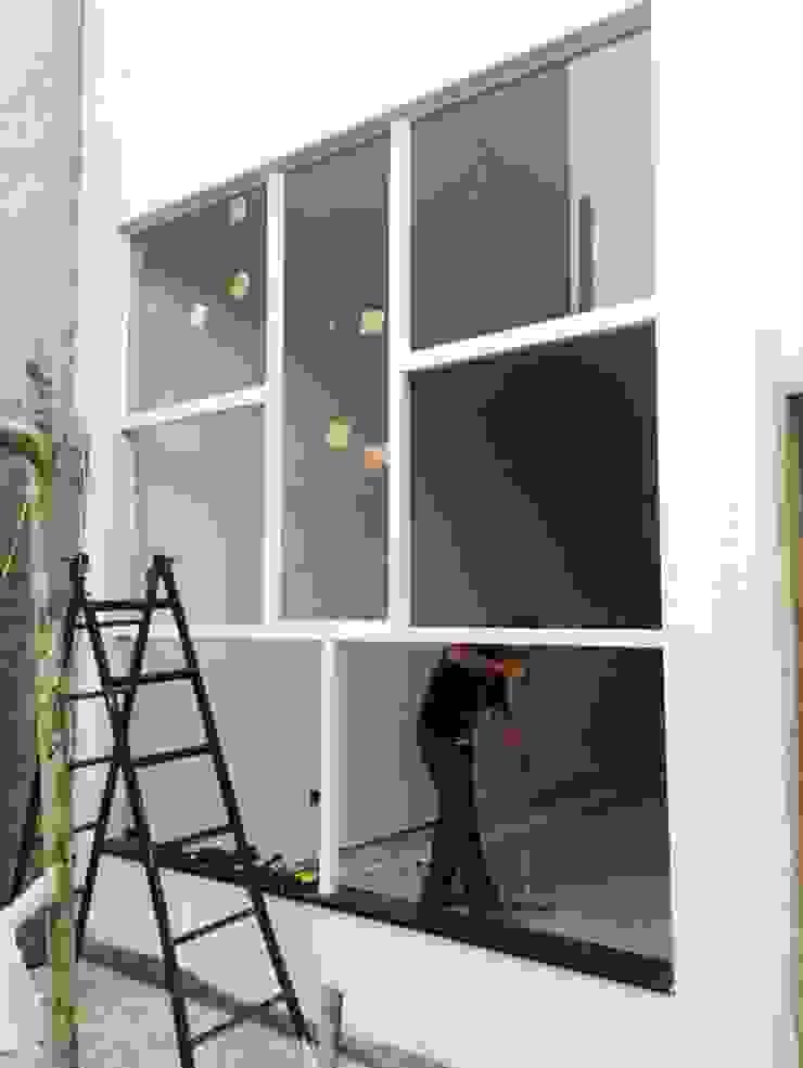 Janela da sala Casas modernas por Jacqueline Matos Arquitetura e Interiores Moderno Alumínio/Zinco