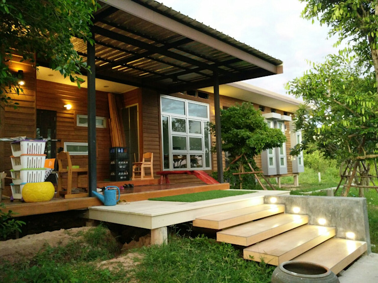 Houses by D-Built รับออกแบบสร้างบ้าน, Modern ٹھوس لکڑی Multicolored