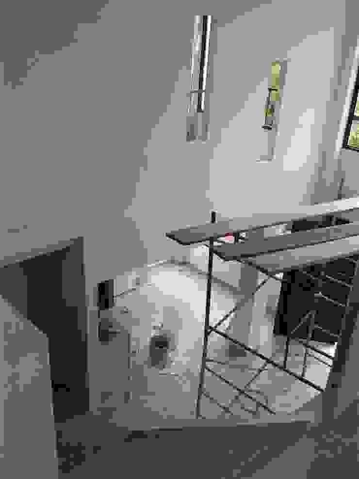 Finca La Arboleda Pasillos, vestíbulos y escaleras de estilo rural de EcoDESING S.A.S DISEÑO DE ESPACIOS CON INGENIO Rural