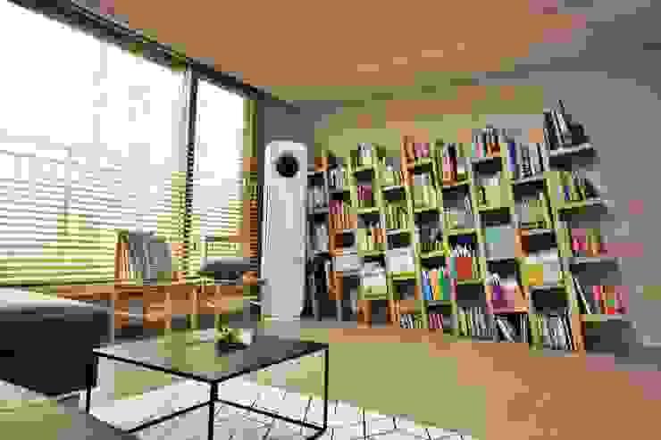 Scandinavian style living room by homelatte Scandinavian