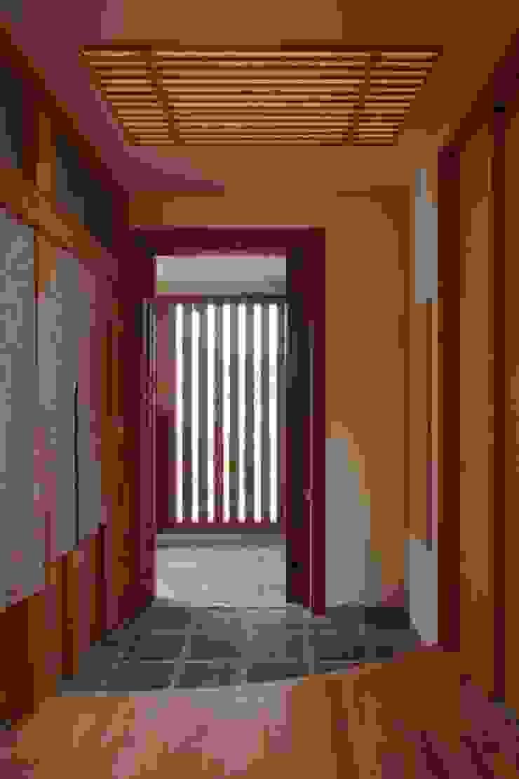 stage Y's 一級建築士事務所 Modern corridor, hallway & stairs Wood Brown