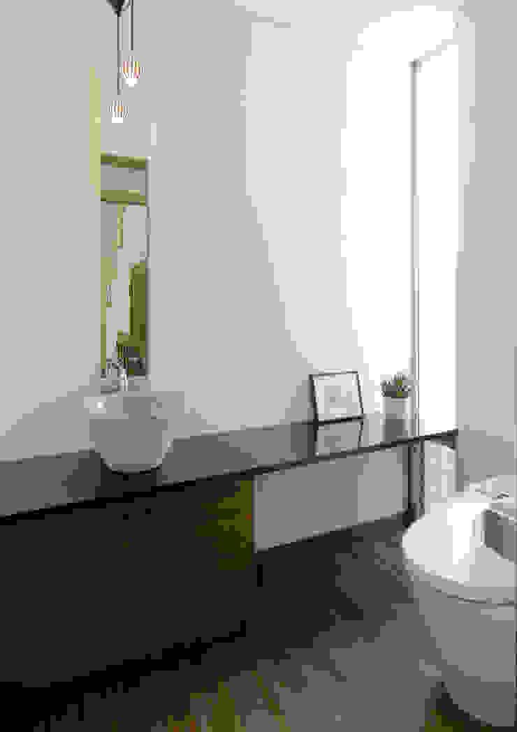 stage Y's 一級建築士事務所 Modern bathroom Wood White