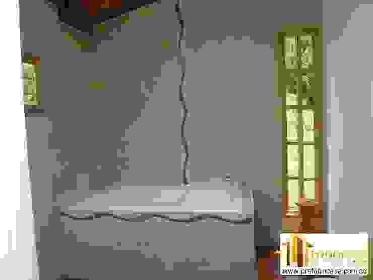 Casa pre fabricada en bogotá 2: Baños de estilo  por PREFABRICASA , Moderno