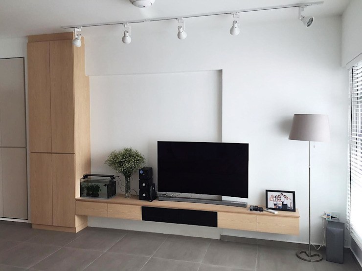 TV feature wall with full height cabinet Scandinavian style living room by Singapore Carpentry Pte Ltd Scandinavian