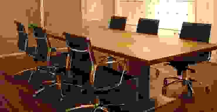 Sala de reuniões por Área77 - arquitectura, engenharia e design, lda Moderno