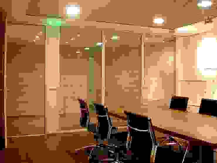 Fábrica de Calçado Eurovilde por Área77 - arquitectura, engenharia e design, lda Moderno
