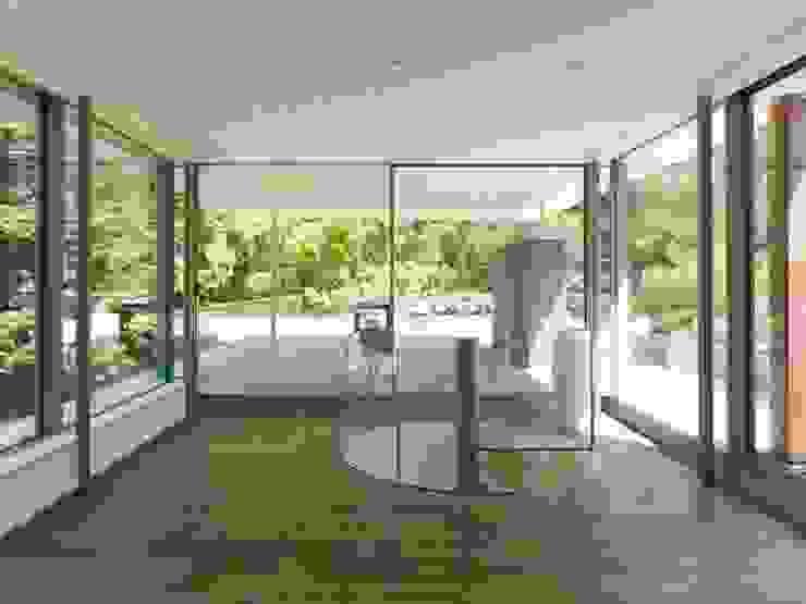 Burckhardt Metall Glas GmbH Pasillos, vestíbulos y escaleras de estilo moderno
