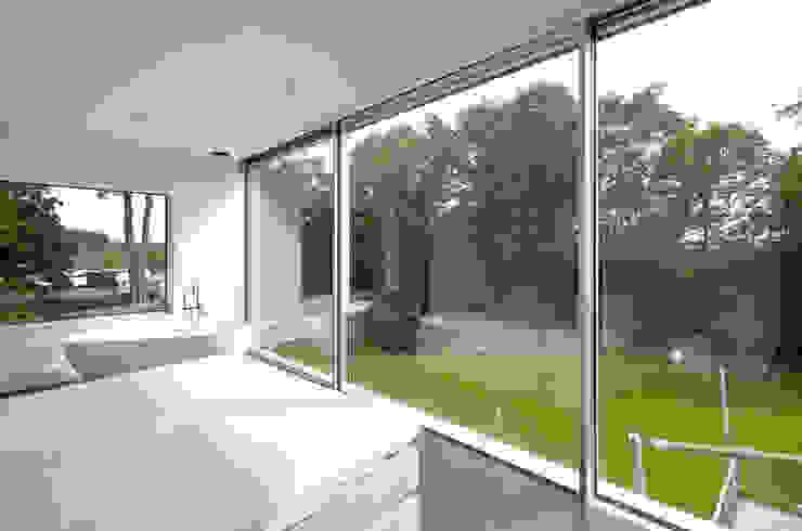 Burckhardt Metall Glas GmbH Dormitorios de estilo moderno
