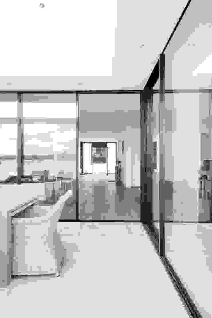 Burckhardt Metall Glas GmbH Balkon, Beranda & Teras Modern