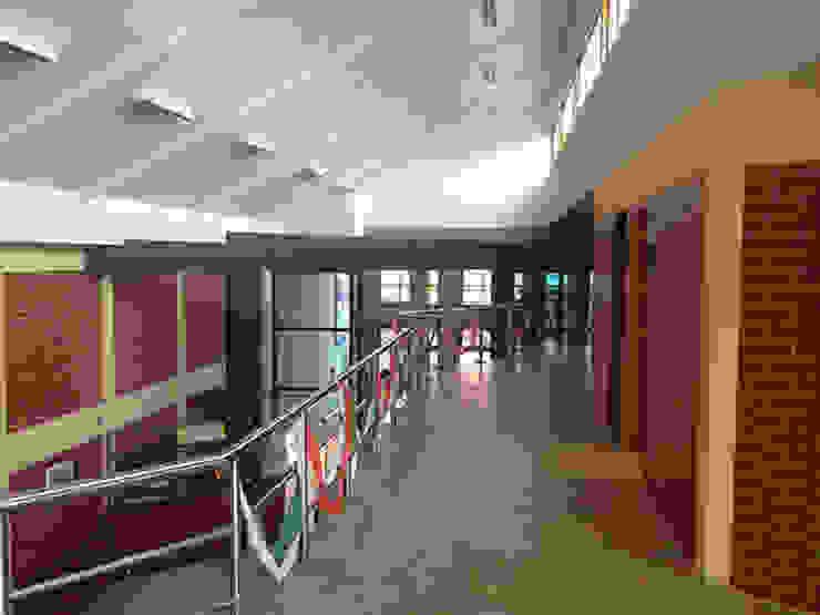 Centro de Formación Técnica EDUCAP Oficinas y bibliotecas de estilo moderno de Domus Eaton   Arquitectura y construccion Moderno