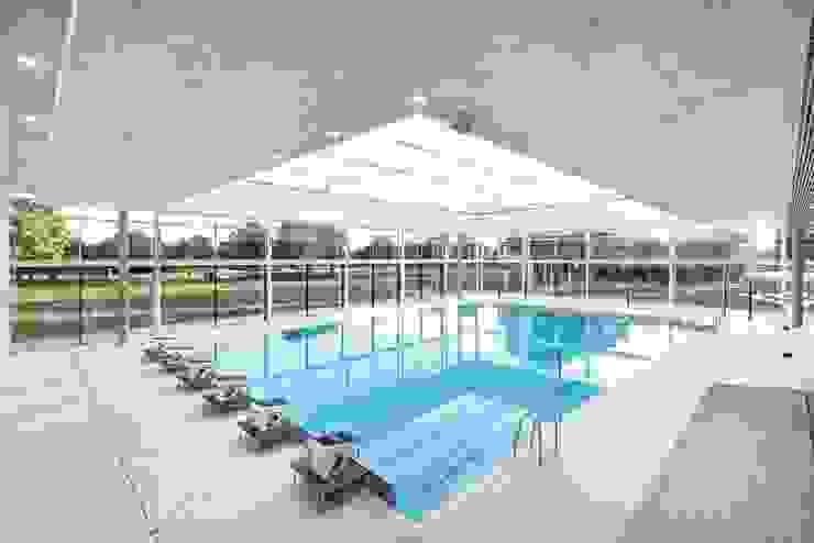 Burckhardt Metall Glas GmbH สระว่ายน้ำ