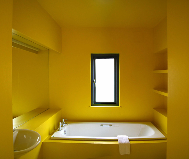 The Yellow Room ROEWUarchitecture Modern Bathroom Wood-Plastic Composite Yellow