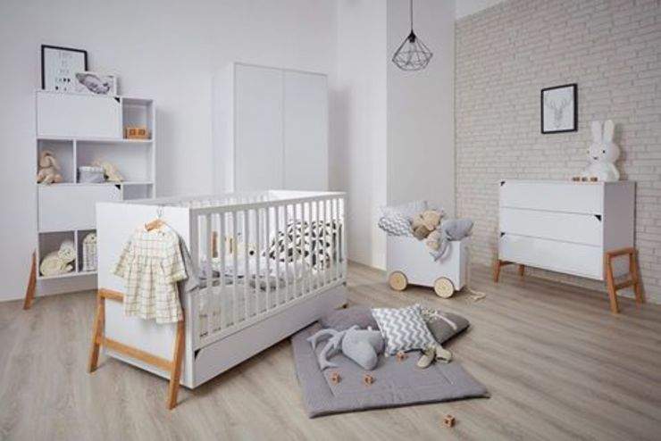 Nursery/kid's room by Funique Furniture