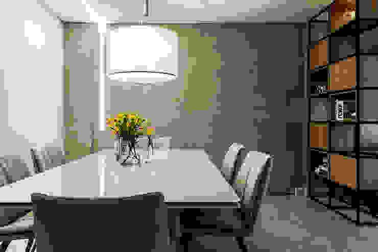 Modern dining room by Carpaneda & Nasr Modern