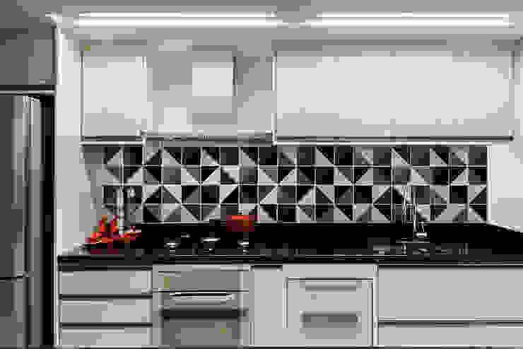 Modern kitchen by Carpaneda & Nasr Modern