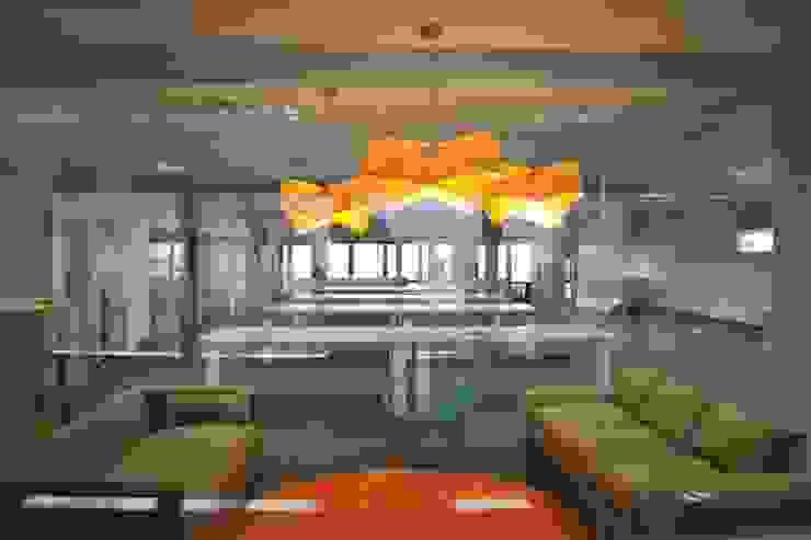 Oficinas Tienda Nube Salas multimedia modernas de Estudio Primal Moderno