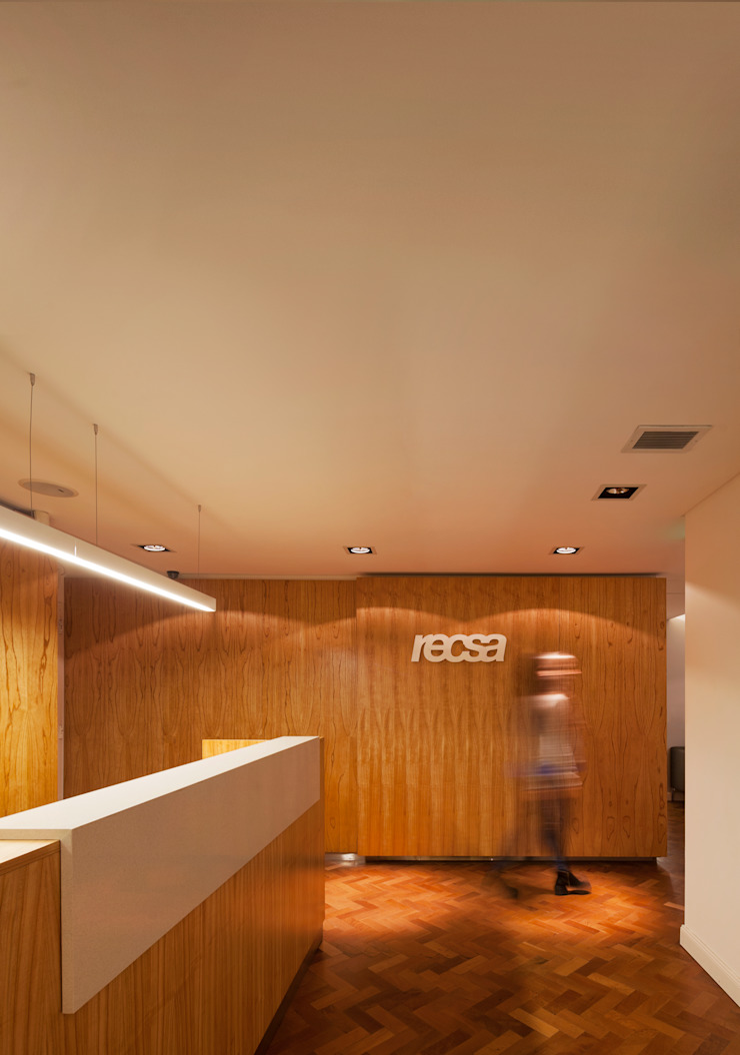 Recsa Argentina Estudios y oficinas modernos de Estudio Primal Moderno