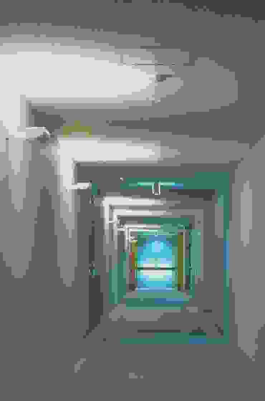Mアーキテクツ|高級邸宅 豪邸 注文住宅 別荘建築 LUXURY HOUSES | M-architects Asian corridor, hallway & stairs Concrete Grey