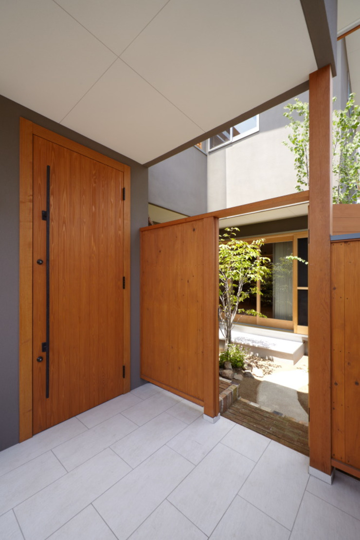 stage Y's 一級建築士事務所 Modern corridor, hallway & stairs Wood Grey
