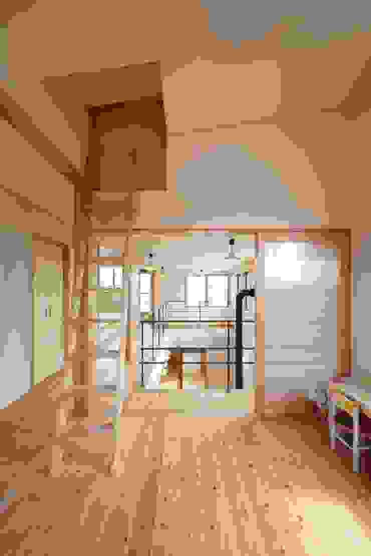 stage Y's 一級建築士事務所 Modern nursery/kids room Wood White