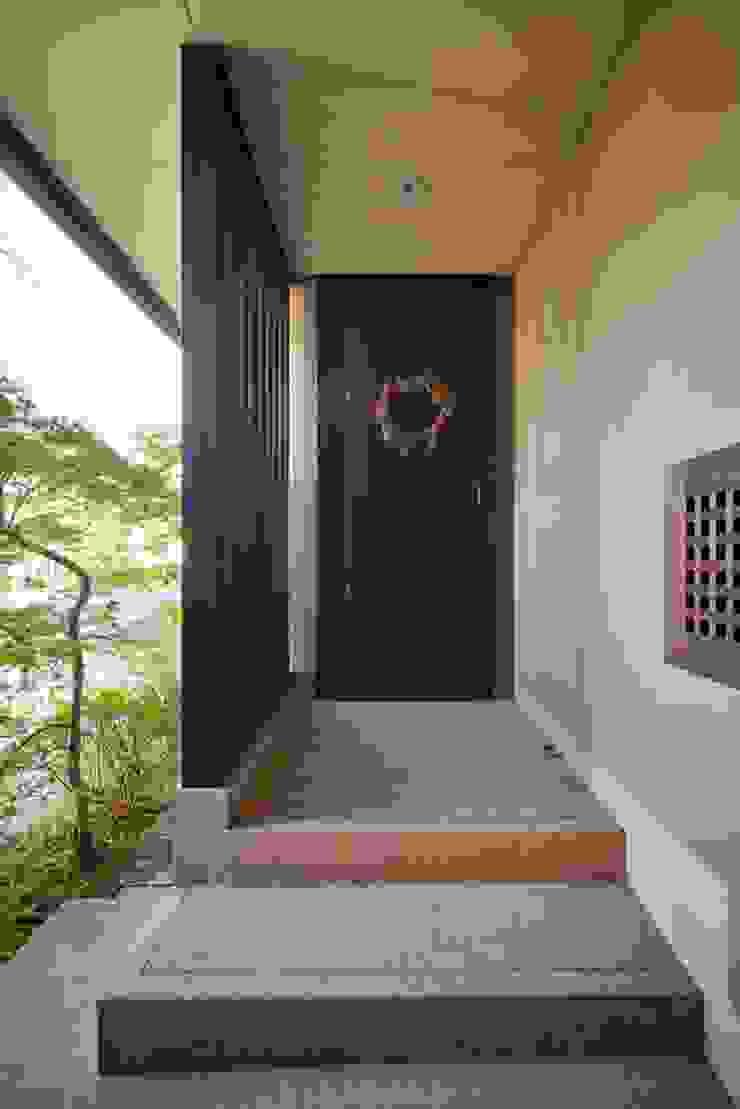 stage Y's 一級建築士事務所 Modern corridor, hallway & stairs Wood Beige