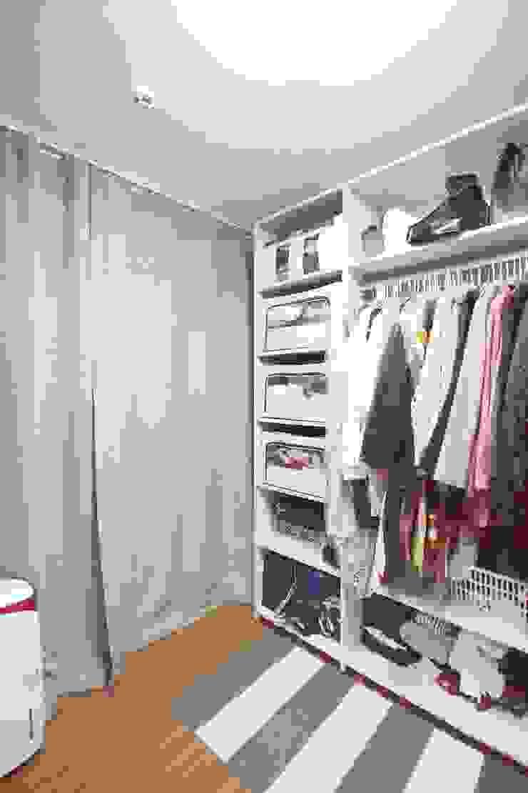 [홈라떼] 기존 가구 활용해 아늑한 집 꾸미기 - 드레스룸 미니멀리스트 드레싱 룸 by homelatte 미니멀