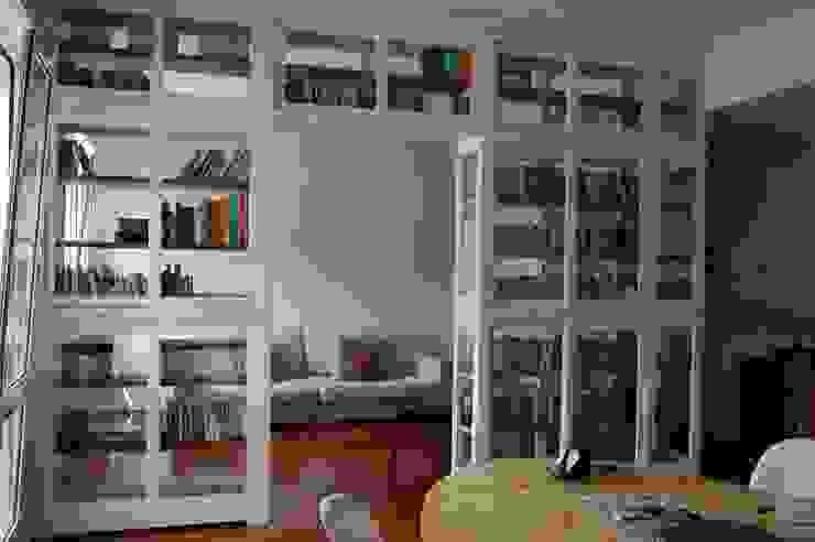 Grande libreria bifacciale ,Bookcase FALEGNAMERIA EMILIANA S.R.L. Soggiorno moderno