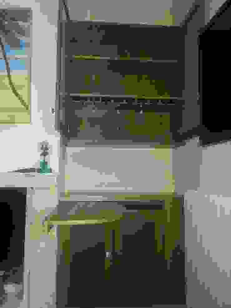 Almacenamiento de vasos con barra de Estudio de Diseño Interior Moderno Madera Acabado en madera