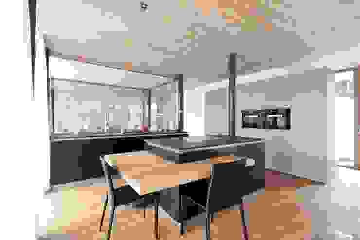 BESTO ZT GMBH_ Architekt DI Bernhard Stoehr Cocinas de estilo moderno