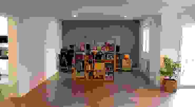 Reforma integral de piso en Alcalá de Henares Reformmia Estudios y despachos de estilo moderno