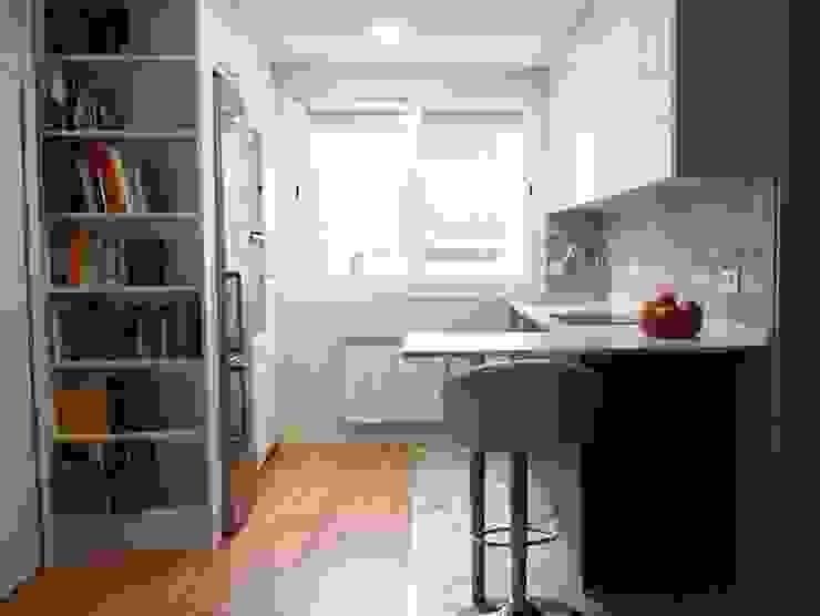 Modern Kitchen by Reformmia Modern