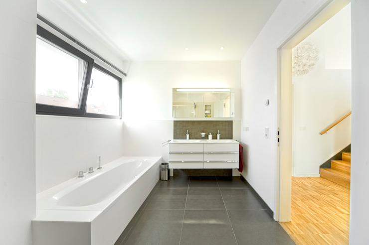 Modern bathroom by HunoldHaus Modern