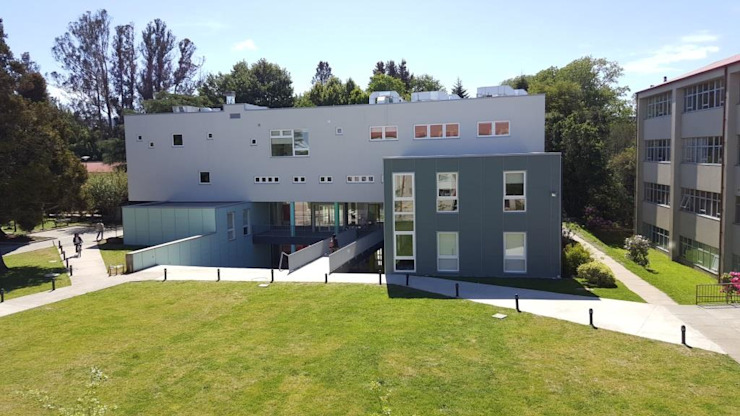 EDIFICIO DE ANATOMIA HUMANA Casas estilo moderno: ideas, arquitectura e imágenes de EjeSuR Arquitectura Moderno