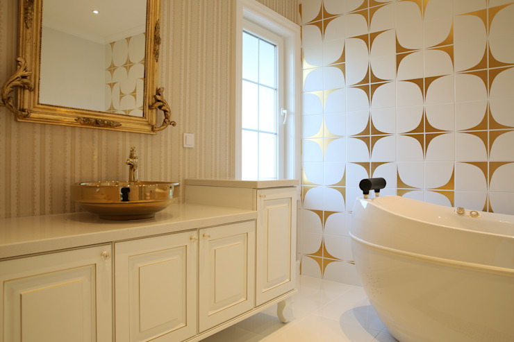 homify Country style bathroom Amber/Gold